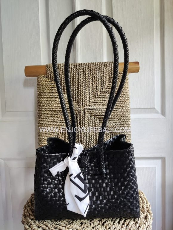 Victoria Black Bag (M)